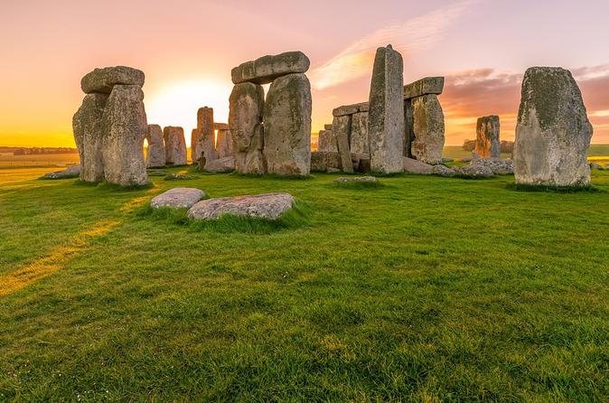 Private Transfer: Central London to Southampton Cruise Port Via Stonehenge
