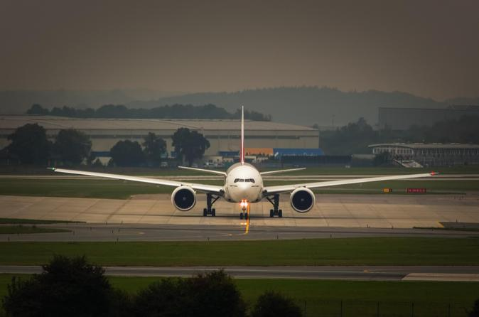 Private Transfer: Heathrow Airport to Gatwick Airport Arrival or Departure Transfer