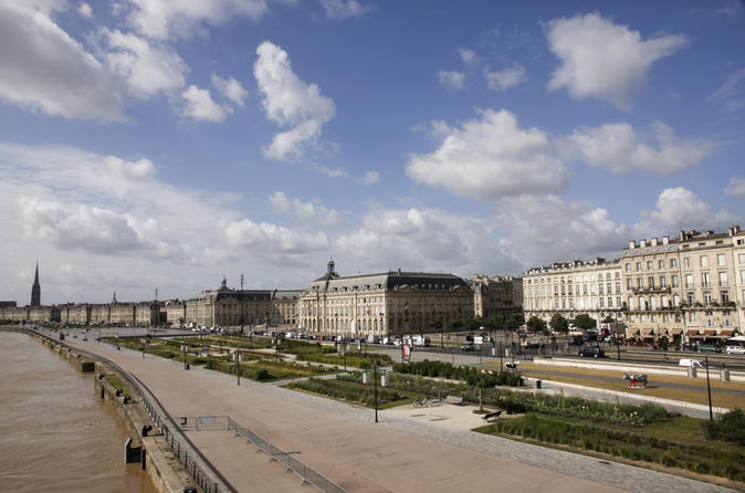 Bordeaux sightseeing bus and walking tour in bordeaux 173769