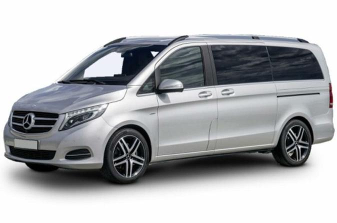 Private Arrival Transfer Connection Gatwick Airport to Heathrow Airport for Up to 7 Passengers