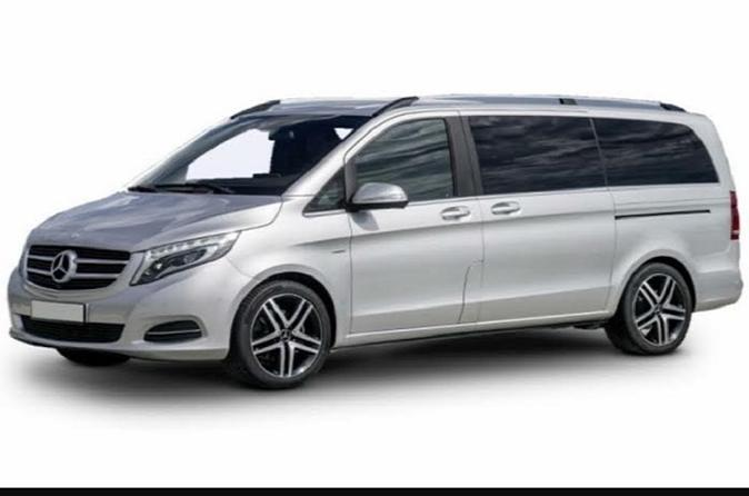 Private Arrival Transfer: Heathrow to Central London for Up to 8 Passengers
