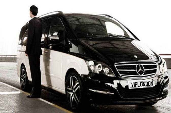 Private Departure Transfer:Central London to London Gatwick Airport for Up to 7 Passengers
