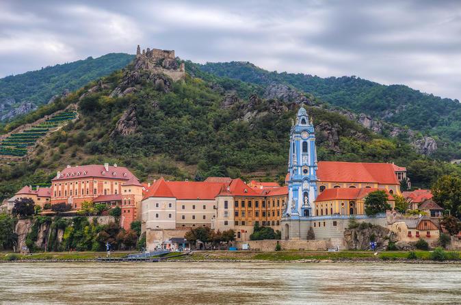 Private Sightseeing Trip from Vienna to Český Krumlov via Durnstein, Melk, and Rožmberk Castle