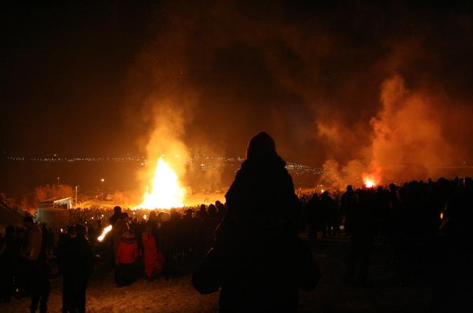 Véspera de Ano-Novo em Reykjavik: Excursão com Fogueira e Queima de Fogos