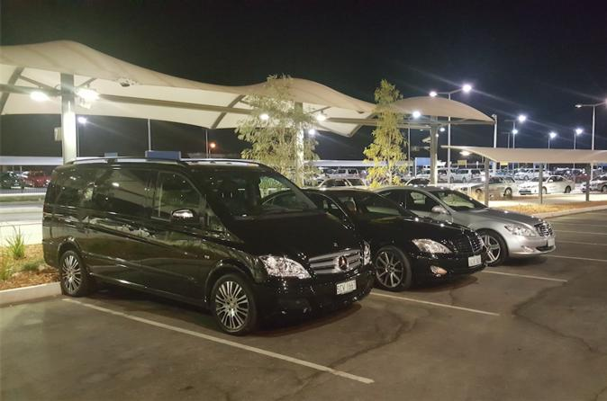 Perth Departure Transfer by Private Chauffeur: Perth City Center to Airport