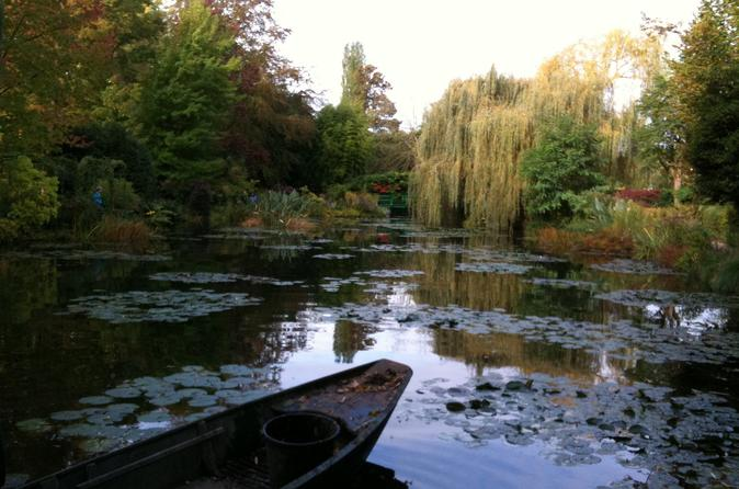 Versailles and Giverny full day tour including skip the lines tickets and guide