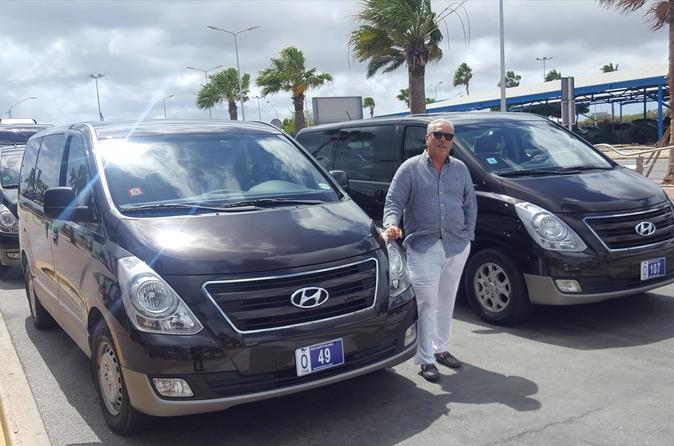 Aruba Queen Beatrix Airport Round-Trip Private Transfer