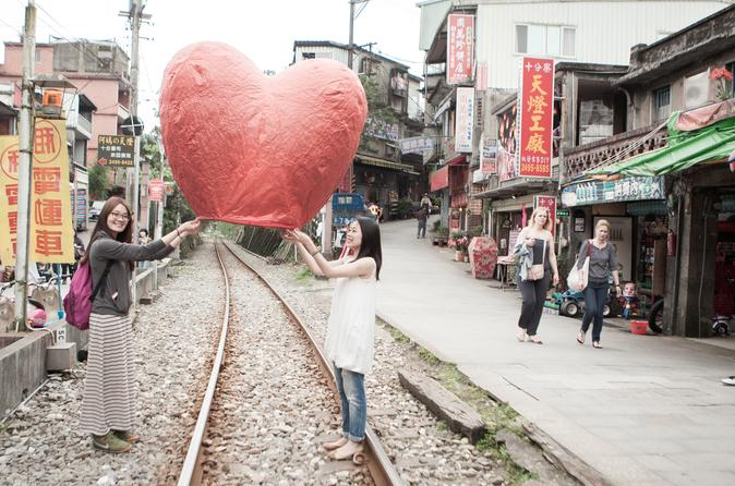 5 hour shifen old street walk and pingxi sky lantern tour from taipei in taipei 325051