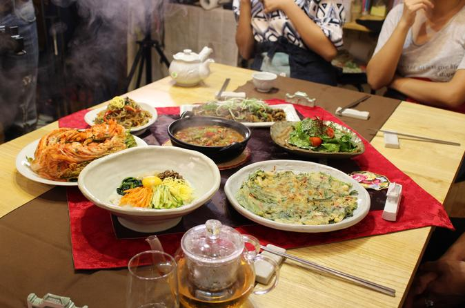 Traditional cooking experience in a korean style house in seoul in seoul 363271