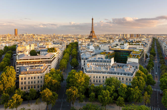 Discover Highlights of  Paris with a Local Host