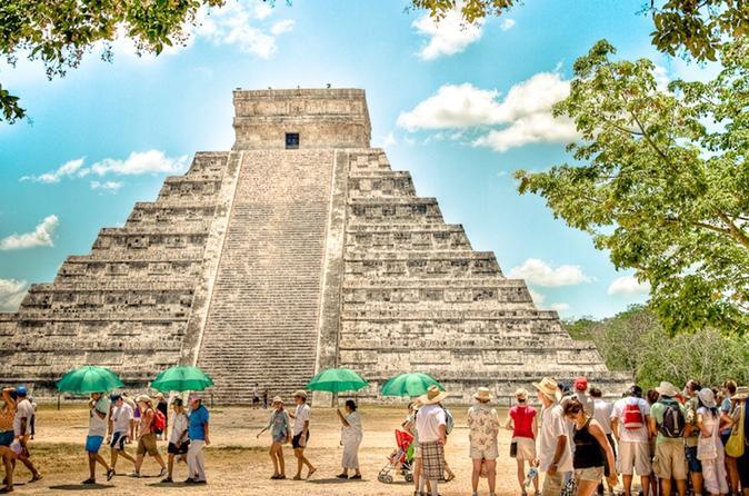 Excursão guiada de dia inteiro pelo sítio arqueológico maia de Chichen Itza e mergulho em Cenote, saindo de Cancun