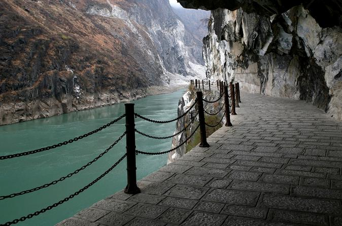 Private Highlight Of Lijiang Day Trip: One Day Upper Tiger Leaping Gorge Tour With Black Dragon Pool
