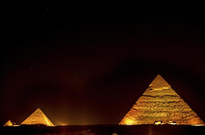 Espetáculo de som e luzes das pirâmides com transporte privado