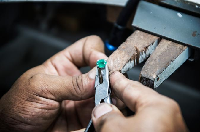Aula de produção de joias de esmeralda em Cartagena