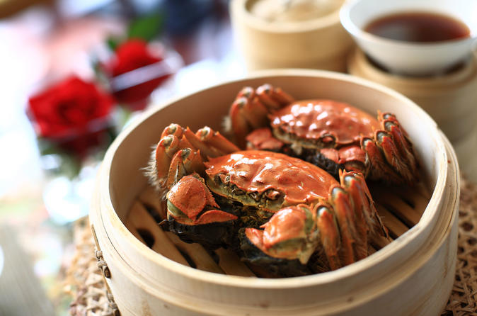Yangcheng Lake Hairy Crab Gourmet Tour with Zhouzhuang or Tongli Visit from Shanghai