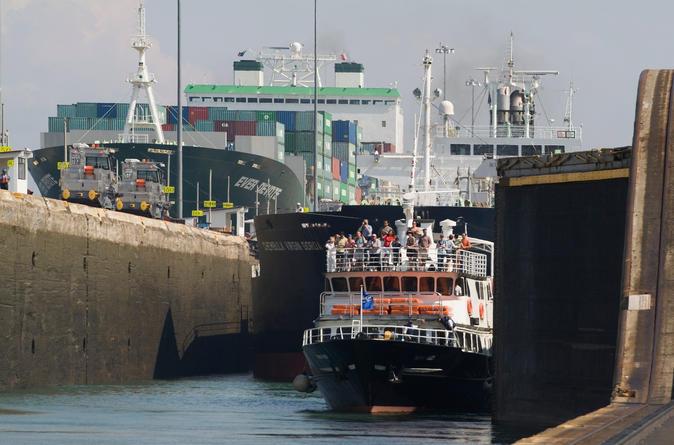 Excursão parcial do Canal do Panamá - direção sul