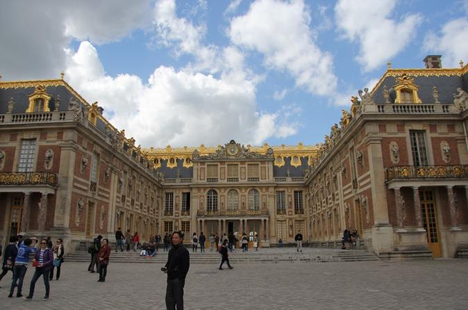 Skip the Line: Château de Versailles Murder and Mystery Tour from Paris