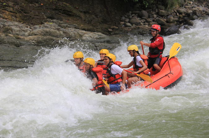 Savegre river whitewater rafting trip in quepos 384332