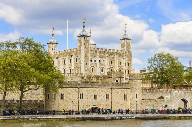 Biglietto di ingresso alla Torre di Londra, con i Gioielli della Corona e il tour dei Beefeater compresi