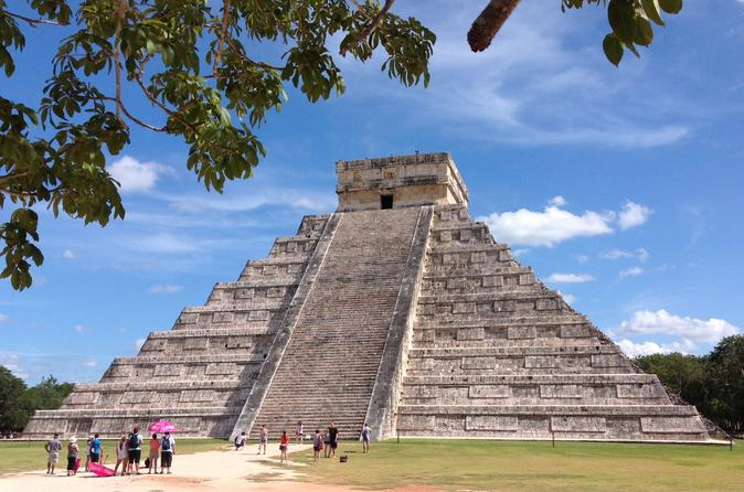 Chichen Itza, Ik Kil Cenote and Valladolid with Lunch