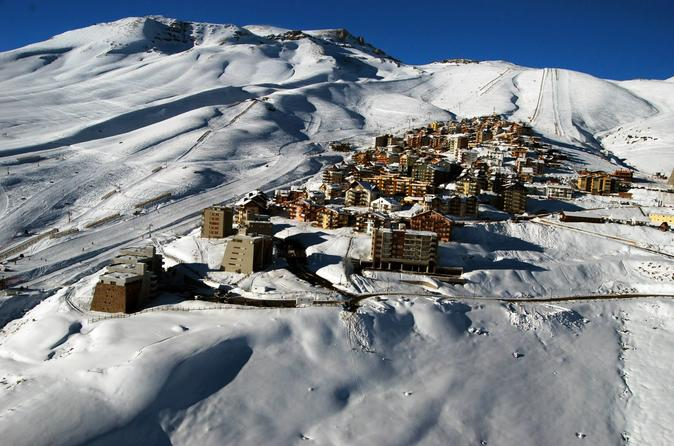 Excursão para grupos pequenos partindo de Santiago: excursão turística a Farellones, La Parva e estação de esqui El Colorado