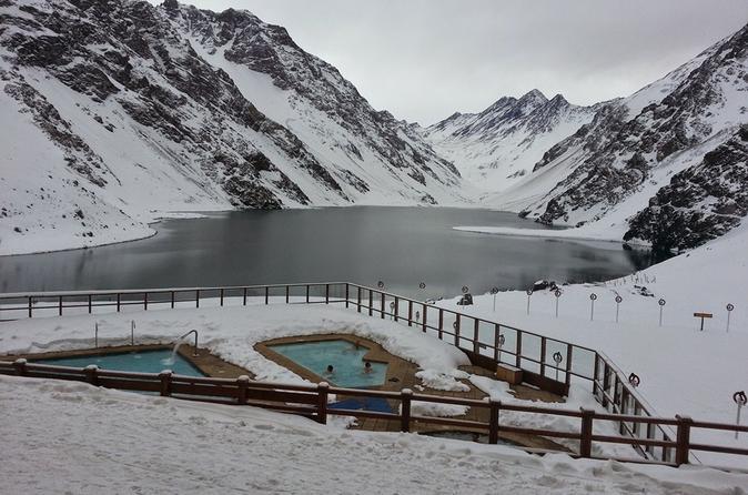 Excursão particular de dia inteiro: Centro de esqui Portillo e Lagoa dos Incas saindo de Santiago