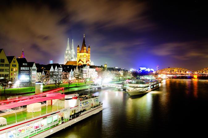 Cruzeiro pelo Rio Reno na tarde de Natal em Cologne