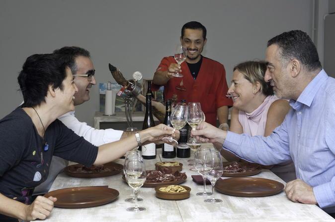 Experiência particular de degustação de presunto e vinho com almoço em Barcelona