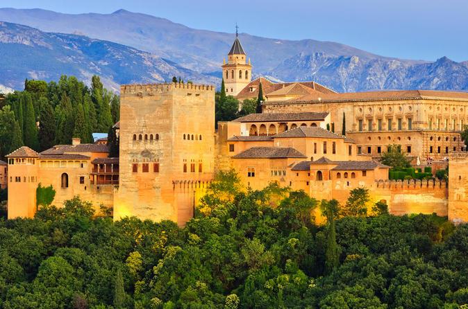 Excursão de um dia a Granada partindo de Sevilha, incluindo entrada sem fila ao palácio de Alhambra e uma excursão opcional a pé em Albaicin