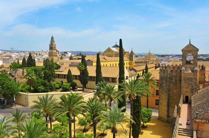 Viagem diurna para Córdoba saindo de Sevilha, incluindo ingresso evitando as filas à mesquita de Córdoba e excursão opcional em Carmona