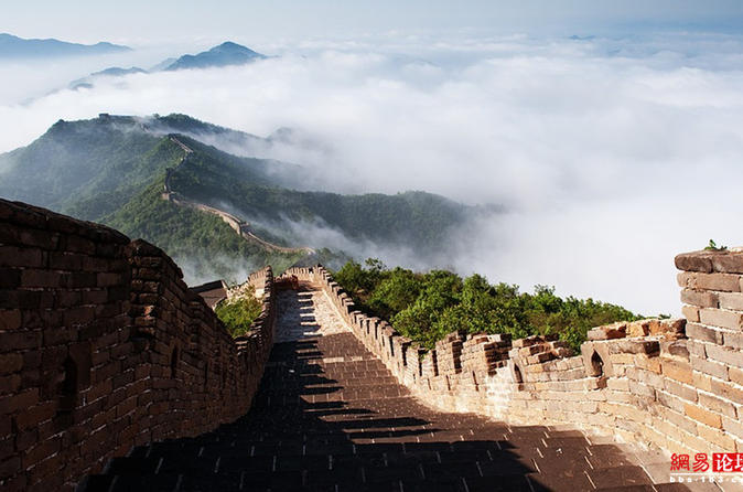 Coach Day Tour of Mutianyu Great Wall and Acrobatic Show in Beijing