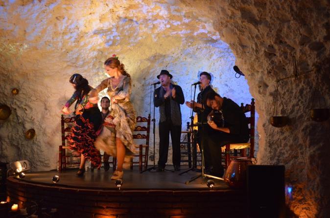 1.5 Hour Flamenco Show in a Cave-Restaurant in Granada