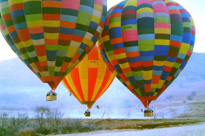 Safári com balão ao nascer do sol com café da manhã saindo de Magaliesburg