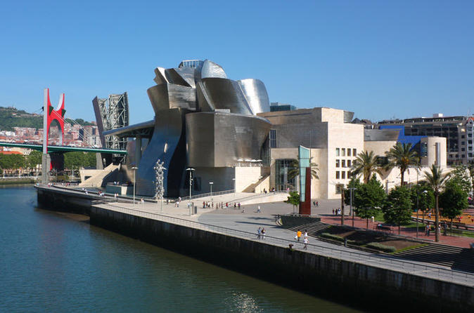 Private tour guggenheim bilbao museum in bilbao 131608