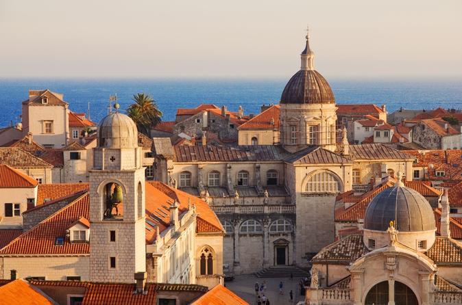 Combo Dubrovnik: excursão a pé pela cidade antiga e mulheres históricas da cidade antiga