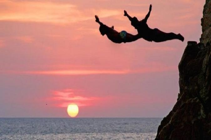 Cliff Diver Show and Dinner in Acapulco