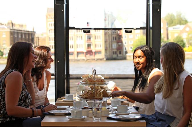 Cruzeiro turístico pelo rio Tâmisa com chá da tarde