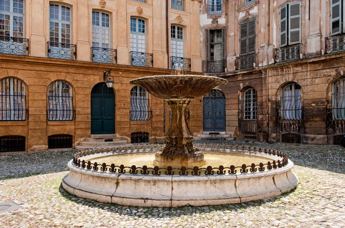 Private Tour: Aix-en-Provence and South Luberon Day Trip from Marseille