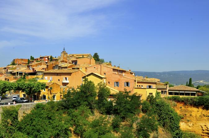 Small-Group Luberon Day Trip from Avignon Including Roussillon Ochre Trail Hiking and Provençal Wine Tasting