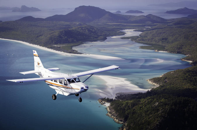 Whitsundays scenic flight from airlie beach including ocean rafting in airlie beach 327835