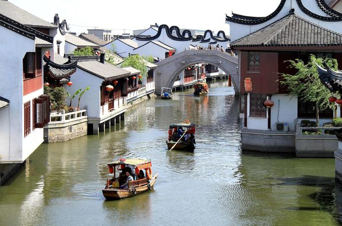 Private Shanghai Layover Tour to Zhaojialou Water Town with Lunch and Boat Ride