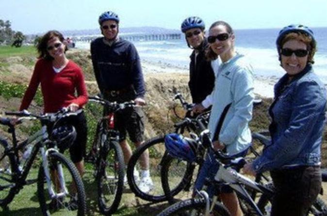 Excursão de Bicicleta pelo Litoral de La Jolla com um Passeio Descendo o Morro a partir de Mt Soledad