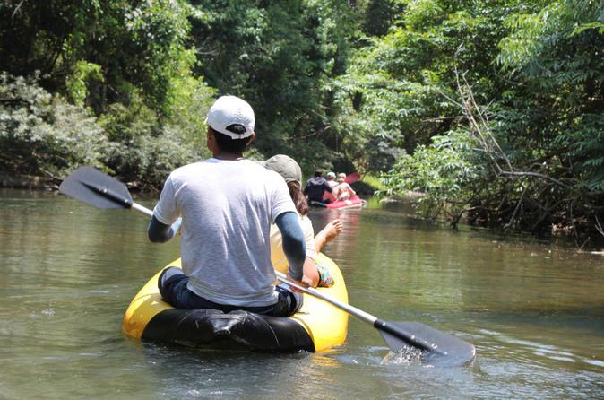 Excursão pela Baía de Phang Nga com exploração de cavernas em canoas, partindo de Phuket