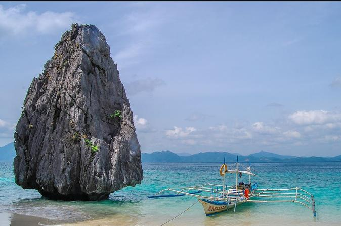 El Nido Island Hopping: Caves and Coves Tour Including Buffet Lunch""