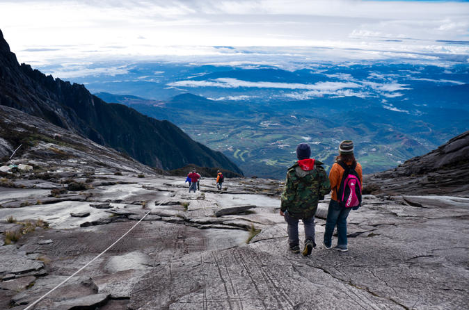 Kinabalu Park Canopy Walkway and Poring Hot Springs Full-Day Tour from Kota Kinabalu