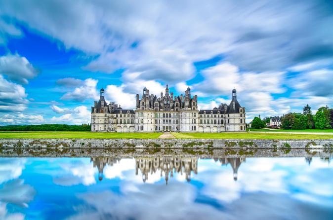 Evite filas: Viagem de um dia saindo de Paris ao Châteaux du Chambord, Chenonceau e Vale do Loire com degustação de vinhos
