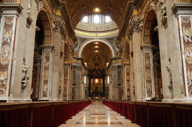 Excursão a pé com acesso evite as filas pelos Museus do Vaticano com guia falante de português: Capela Sistina e Basílica de São Pedro