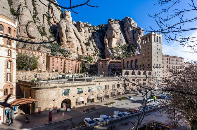 Montserrat Guided Tour With Flamenco Show - Barcelona