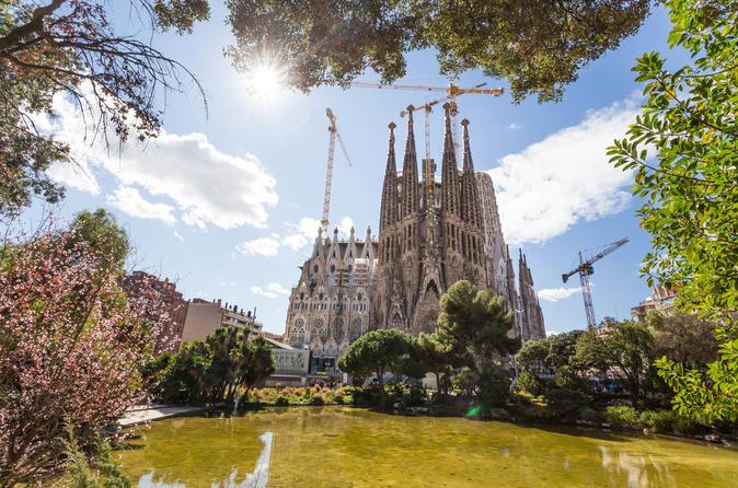 Sagrada Família Tour With Facade Tower Visit - Barcelona