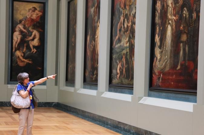Skip the Line: Small Group Louvre Masterpieces Express Tour